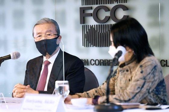 最大野党・国民の力の金鍾仁(キム・ジョンイン)非常対策委員長が24日、ソウル外信記者クラブ招請懇談会で発言している。 [国会写真記者団]