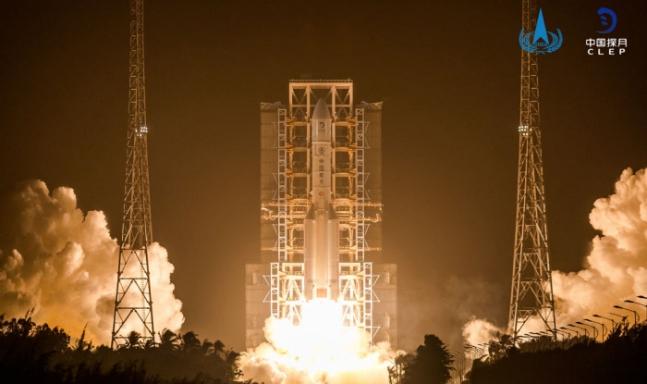 11月24日に打ち上げられた「嫦娥5号」 写真=中国国家航天局(CNSA)