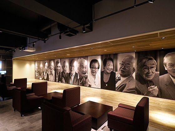 日帝強占期の強制徴用施設である端島(軍艦島)の生存者を紹介する日本産業遺産情報センターの展示室。 [産業遺産情報センター提供]