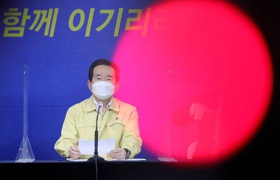 丁世均(チョン・セギュン)首相が先月29日、ソウル鍾路区(チョンノグ)政府ソウル庁舎合同ブリーフィング室で開かれた新型コロナウイルス感染症(新型肺炎)克服緊急記者懇談会で発言している。キム・ソンニョン記者