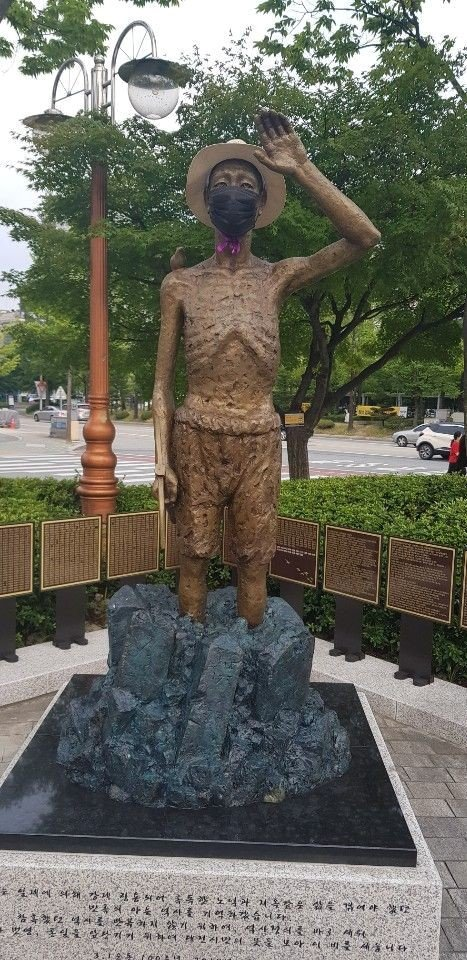 大田市庁前のボラメ公園に設置された徴用労働者像。 キム・バンヒョン記者