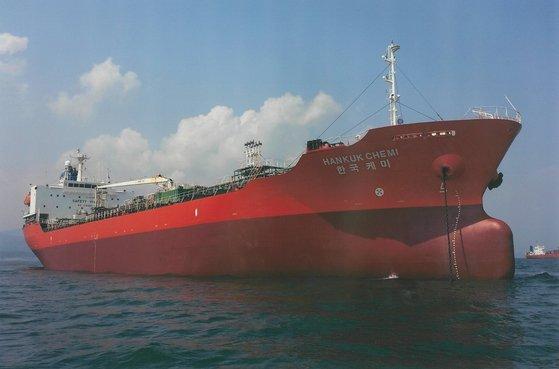 4日にイラン革命防衛隊に拿捕された韓国船籍のタンカー「MT韓国ケミ」。[写真 DMシッピング]