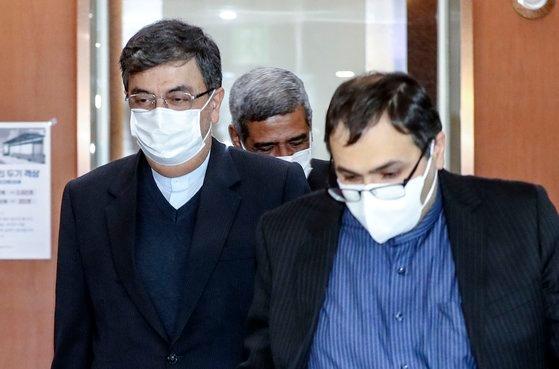 韓国外交部はイランの韓国船舶抑留に関連して5日、駐韓イラン大使を呼んで抗議した。シャベスタリ大使がこの日、韓国の外交部庁舎を後にしている。キム・ソンニョン記者