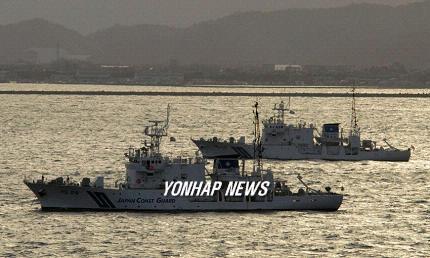2006年に独島周辺海域を探査予定だった日本の測量船。[写真 共同通信=聯合ニュース]