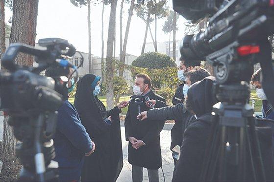 イランのマフムード・バエジ大統領秘書室長が13日、記者たちに凍結資金の代わりに救急車を購入して提供するという韓国の提案を断ったと明らかにしている。[イラン政府のホームページ  キャプチャー]
