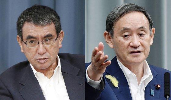 河野太郎行政改革担当相(左)と菅義偉首相(右)。[中央フォト]