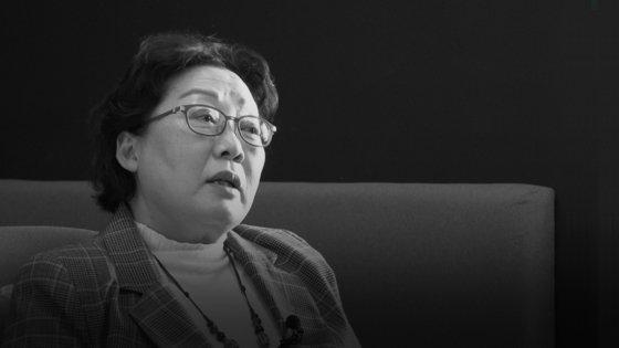 今月14日、『フェミニズムはどのようにして怪物になったか』の共著者オ・セラビ氏(62)が中央日報とのインタビューに答えている。キム・ジソンPD