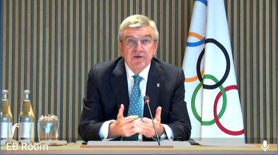 IOCのトーマス・バッハ会長が昨年10月26日、テレビ会議で中央日報とのインタビューに応じている。[中央日報]
