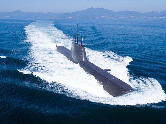 作戦中の214型潜水艦。[写真 防衛事業庁]