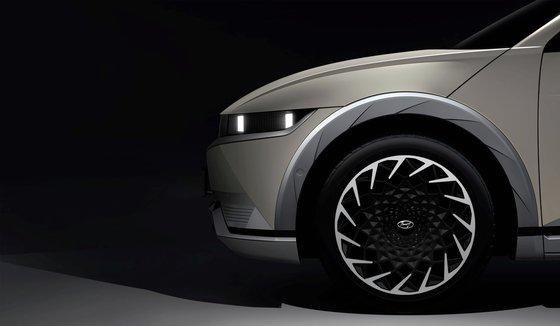 現代車が電気車専用プラットホーム「E-GMP」を初めて採用したアイオニック5のティーザーイメージ