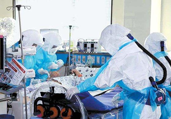 慶北大学病院音圧集中治療室の重症患者診療。[写真 大邱広域市]