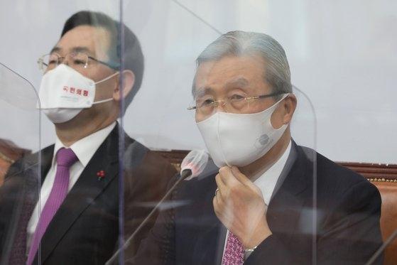 「国民の力」の金鍾仁非常対策委員長が3日に国会で開かれた非常対策委員会議で発言している。オ・ジョンテク記者