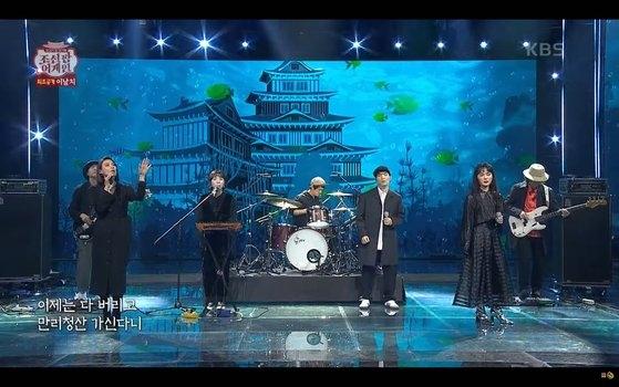 11日、KBS(韓国放送公社)が旧正月元旦(ソルナル)企画で放映した国楽基盤の音楽番組『朝鮮ポップアゲイン』で舞台の背景イメージに日本風の城が登場して論争になっている。[写真 YouTubeキャプチャー]