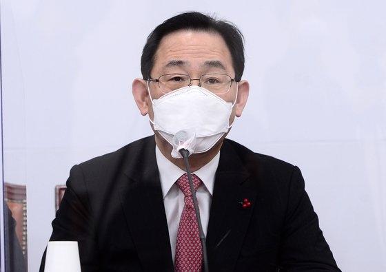 韓国野党「国民の力」の朱豪英(チュ・ホヨン)院内代表が18日午前、ソウル汝矣島(ヨイド)の国会で開かれた非常対策委員会議に出席して発言している。オ・ジョンテク記者