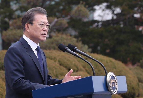 文在寅大統領が昨年3月1日にソウルの培花女子高校で三一節の記念演説をしている。[写真 青瓦台写真記者団]