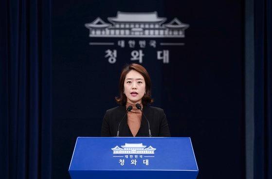 与党「共に民主党」の高ミン廷(コ・ミンジョン)議員が、2019年12月に青瓦台報道官として活動していたときの様子。中央フォト