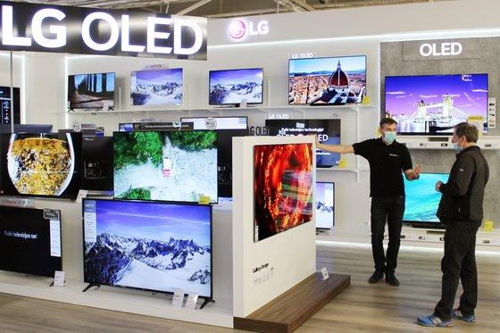 LGエレクトロニクスの有機ELテレビが展示されているブースの様子。[写真 LGエレクトロニクス]