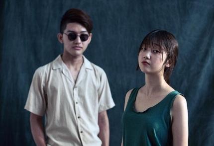 インディーズバンド「DOMA」のメンバー、ゴヌ(左)とキム・ドマ[DOMAのフェイスブック キャプチャー]