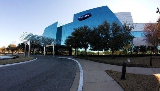 サムスン電子が米テキサス州に運営中であるサムスンオースティン半導体工場。雇用人材は3000人余りであり、昨年上半期に2兆1400億ウォン台の売り上げを記録した。[写真 サムスン電子]