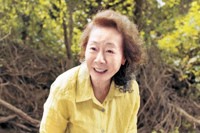 在米同胞2世のチョン・イサク(リー・アイザック・チョン)監督が自伝的経験に基づき、1980年代米国に移民した韓国人一家の旅程を描いた映画『ミナリ(MINARI)』でスンジャ役を演じた韓国女優ユン・ヨジョン。[写真 パンシネマ]