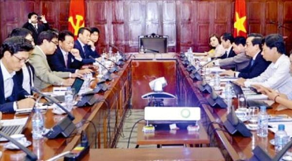 アリエックスは2016年10月にベトナム中央銀行を対象にキャッシュレス決済インフラ構築事業を提案する説明会を実施した。[写真 アリエックス]