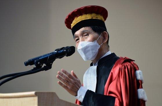 KAISTのイ・グァンヒョン総長がKAIST大講堂で開かれた就任式で就任辞を述べている。[写真 フリーランサー キム・ソンテ]