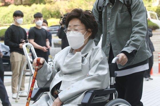 損害賠償請求訴訟で敗訴した慰安婦被害者の李容洙さん。[写真 ニュース1]