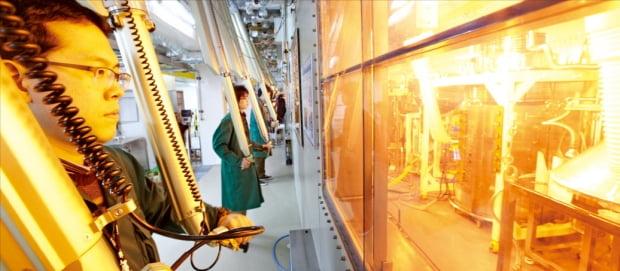 韓国原子力研究院の研究陣がパイロプロセッシング実験施設「PRIDE」で核燃料再処理技術を開発している。[写真 韓国原子力研究院]