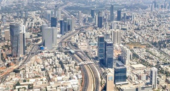 先月、飛行機から見下ろしたイスラエル・テルアビブ市内の姿。イム・ヒョンドン記者