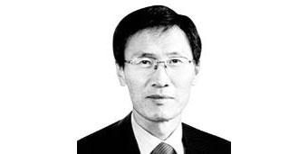 尹永寛/元外交部長官・ソウル大学名誉教授