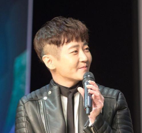 韓国の男性3人組グループ「M.C the MAX」のメンバー、J.Yoon(ジェイ・ユン)さん。[写真 325E&C]