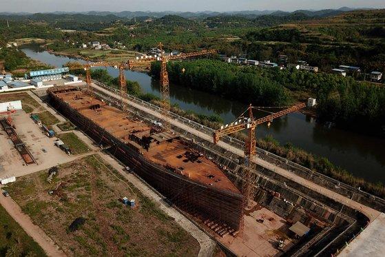 中国で建造中のタイタニック号のレプリカ。[AFP=聯合ニュース]