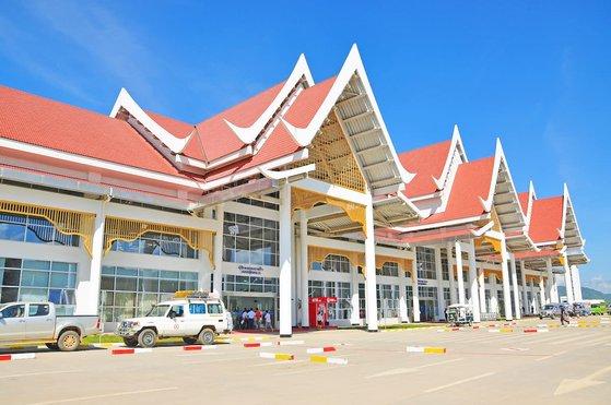 ラオスのルアンプラバン空港。新型コロナ事態前の2019年には約40万人の韓国人がラオスを訪問した。 [写真 韓国空港公社]