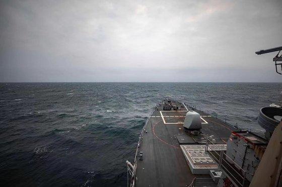 先月7日に米海軍の駆逐艦「マケイン」が台湾海峡内の国際水域を通過したと明らかにし関連写真を公開した。[写真 米太平洋艦隊]