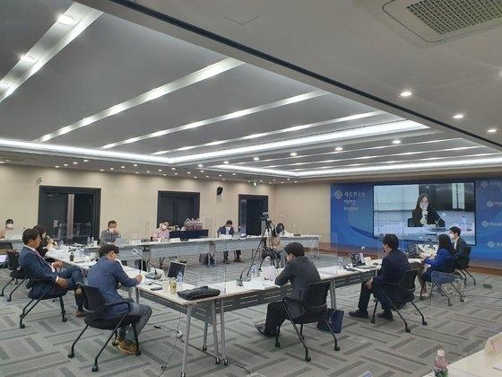 25日、世宗(セジョン)研究所日本研究センターの主催で開催された「韓日次世代フォーラム」の様子。チョン・ジヌ記者