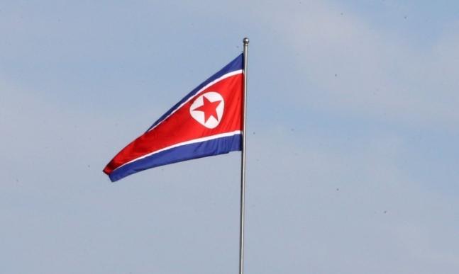 北朝鮮の国旗 平壌(ピョンヤン)写真共同取材団