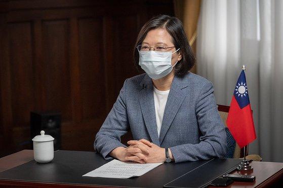 先月31日に新型コロナウイルス防疫とワクチン政策と関連し緊急生放送演説に出た台湾の蔡英文総統。[台湾総統部 キャプチャー]
