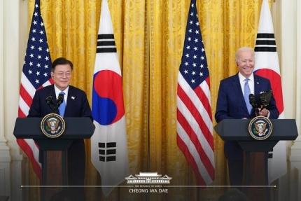文在寅大統領とバイデン米大統領が21日の韓米首脳会談直後にホワイトハウスで共同記者会見をしている。[青瓦台フェイスブック キャプチャー]