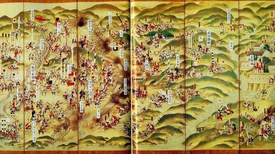 1575年の長篠の戦いを描いた屏風絵 『図説織田信長』(2002、東京発行)