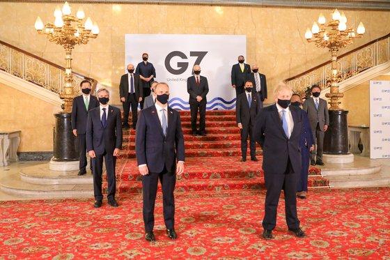 先月5日に英ロンドンで開かれた先進7カ国(G7)外務・開発担当相会議の団体写真。