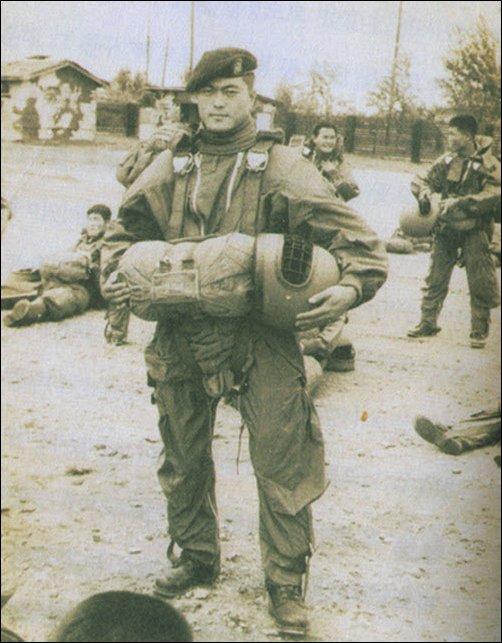 文在寅大統領は1975年8月に軍に入隊し、空輸部隊で兵長として兵役を終えた。現政権は歴代どの政権より天下り人事が多いという指摘を受けている。 [インターネット キャプチャー]