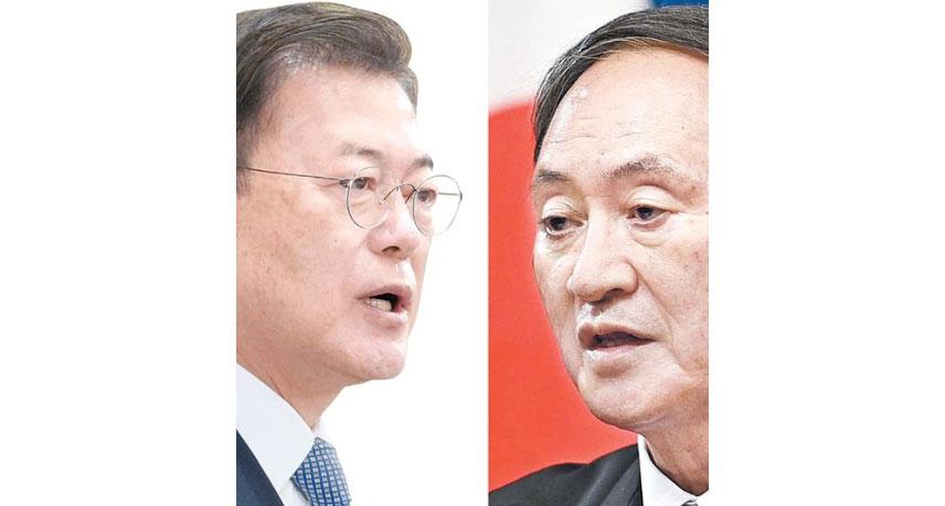 文在寅大統領(左)、菅義偉首相(右)