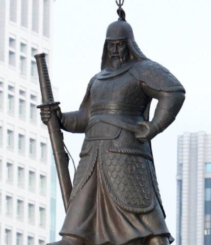 光化門(クァンファムン)広場にある李舜臣(イ・スンシン)銅像