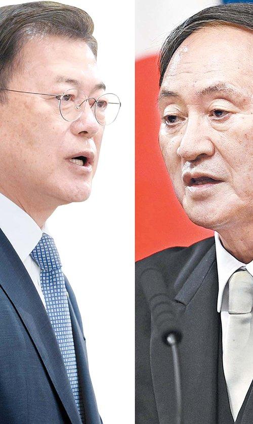 文在寅(ムン・ジェイン)大統領(左)と菅義偉首相
