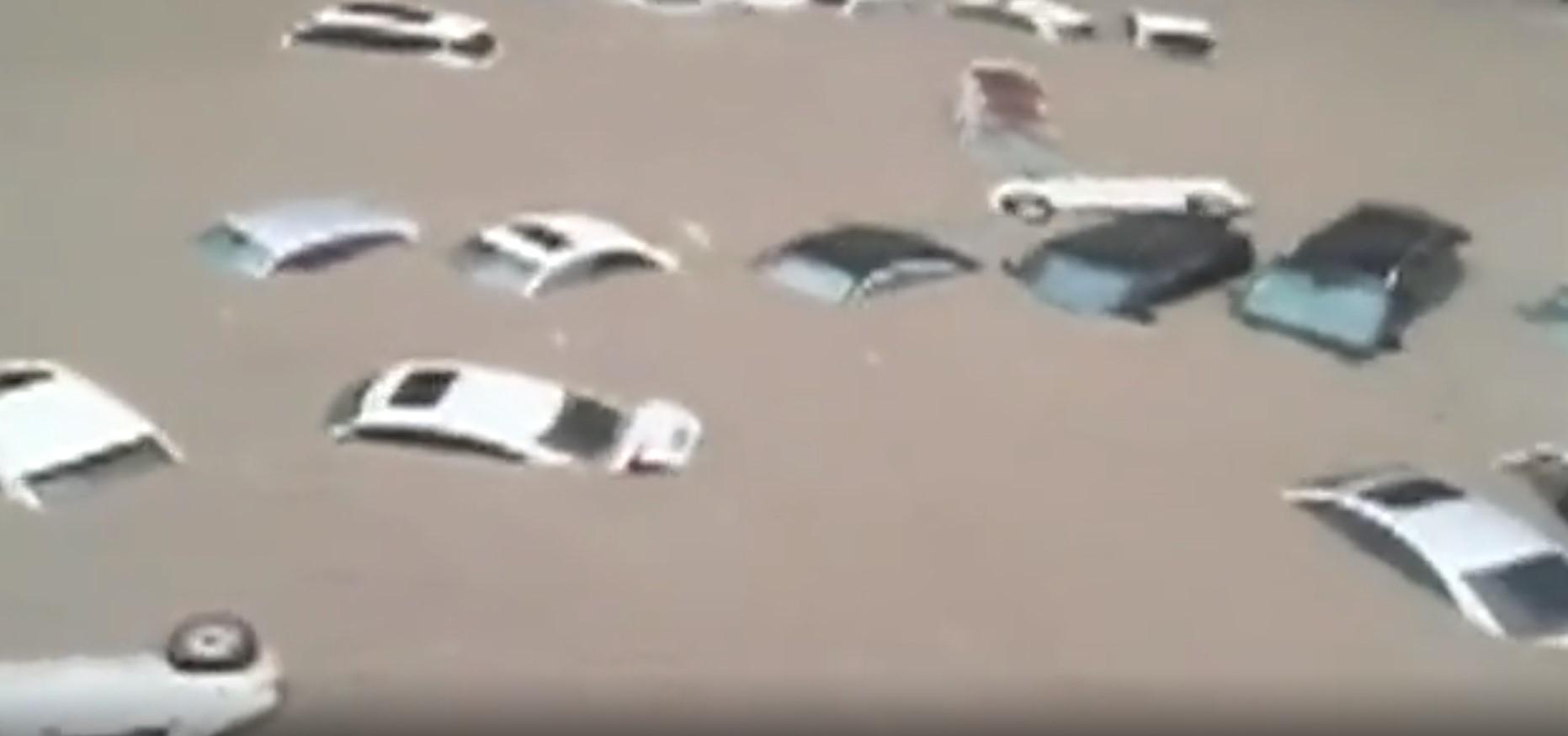 中国の大雨により浸水した自動車[JTBC キャプチャー]