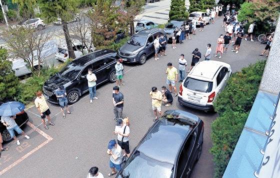 大田のある新型コロナウイルス感染症選別検査所を訪ねた市民が列をなしている。フリーランサーのキム・ソンテ