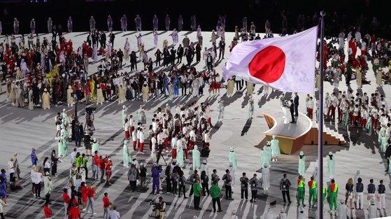 23日に東京国立競技場で開かれた東京五輪開会式で小池百合子東京都知事が発言している。[写真 共同取材団]
