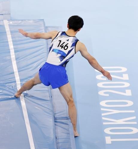橋本大輝選手の跳馬の着地の場面。[写真 聯合ニュース]