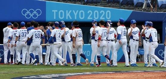 2日に横浜スタジアムで行われた野球ノックアウトステージ第2ラウンドで、韓国が11-1でイスラエルに7回コールド勝ちした。 横浜=五輪写真共同取材団