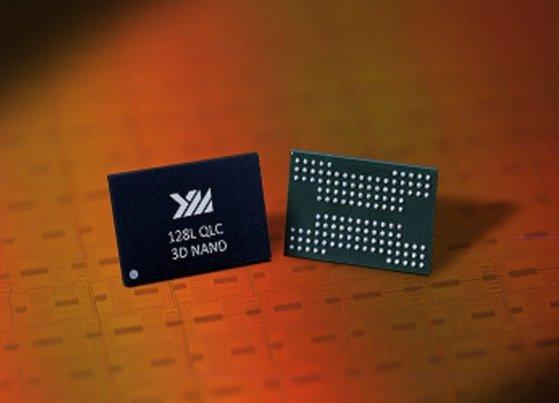 中国長江存儲科技(長江メモリー・テクノロジーズ、YMTC)が2020年4月に開発したとして公開した128層NAND型フラッシュメモリーの製品。[写真 YMTCホームページ キャプチャー]